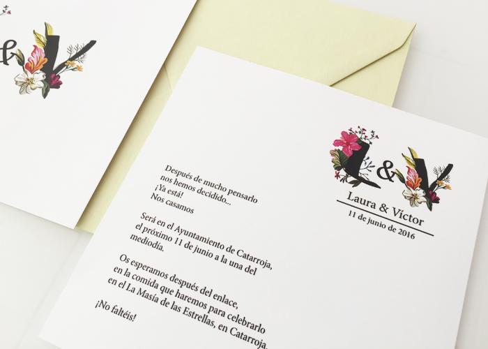 Invitaciones Boda Iniciales Florales con sobre de color