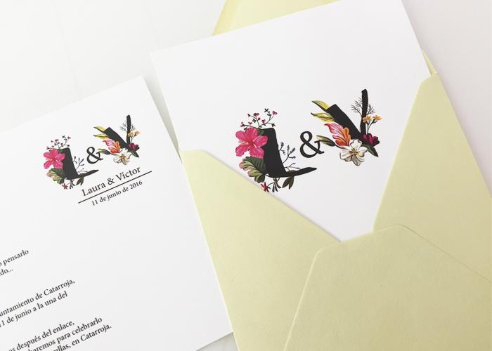 Invitaciones Iciales florales una combinación perfecta